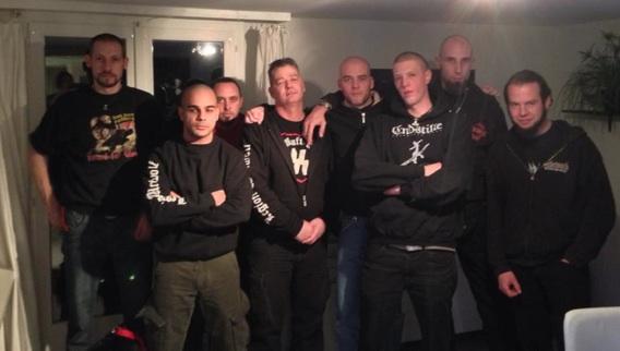 Legion Werwolf am Posieren: Manuel Walker (1.v.l.), Andy Rudolf und Jonas Schneeberger (4.u.5.v.l.) und Martin Fink (2.v.r.)