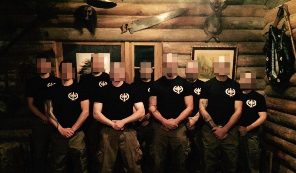 Uniformierte Mitglieder des Ahnensturms